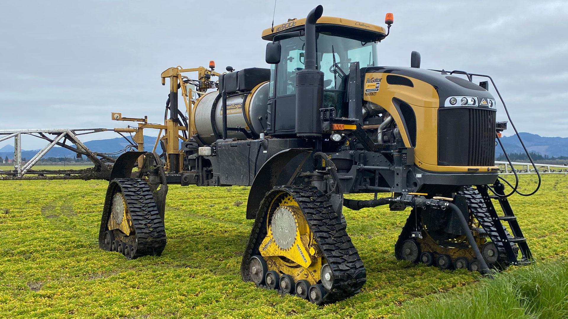 9090-AA Series Tracks on a RoGator RG900C